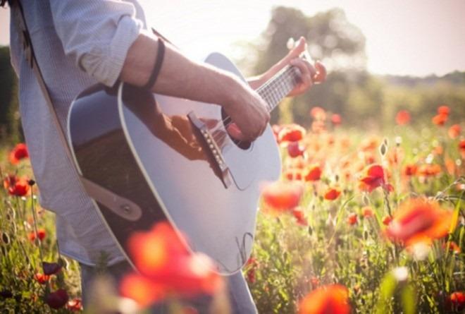 Гитара пела одну из песен